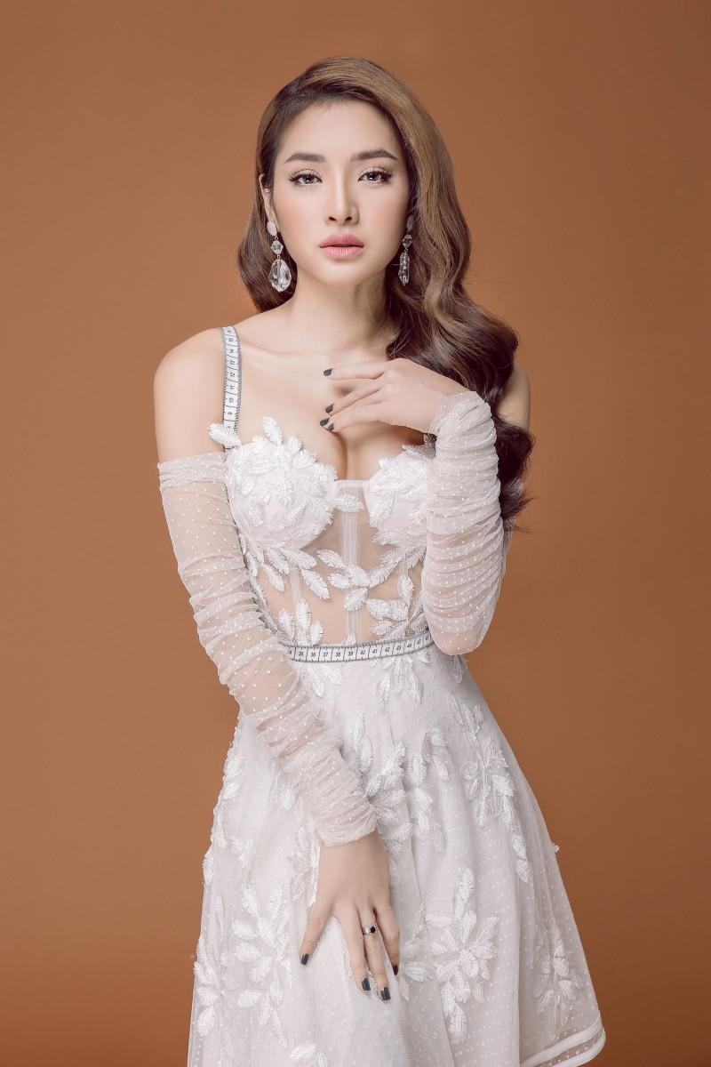 Phương Trinh Jolie mong manh trong váy trắng nói về tình yêu - ảnh 1