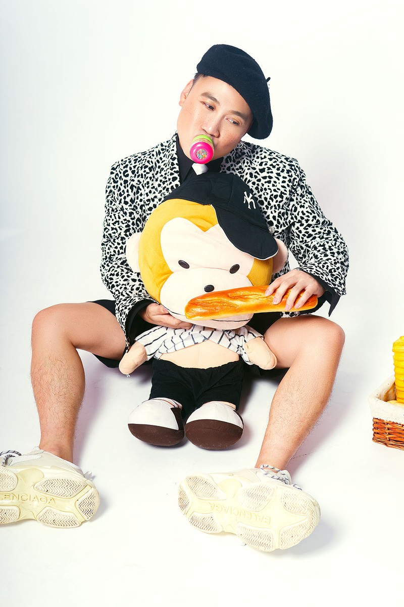 Don Nguyễn đáng yêu trong bộ ảnh với kẹo nhiều màu - ảnh 7