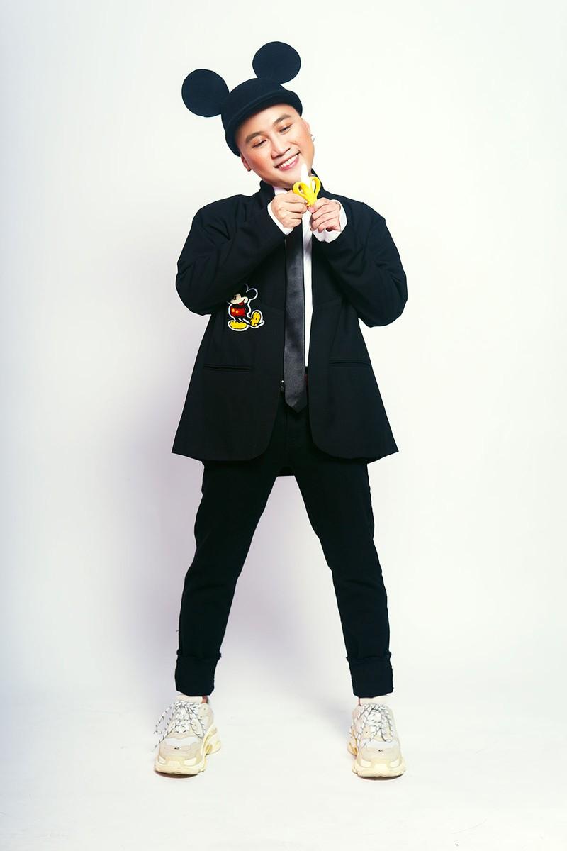 Don Nguyễn đáng yêu trong bộ ảnh với kẹo nhiều màu - ảnh 4