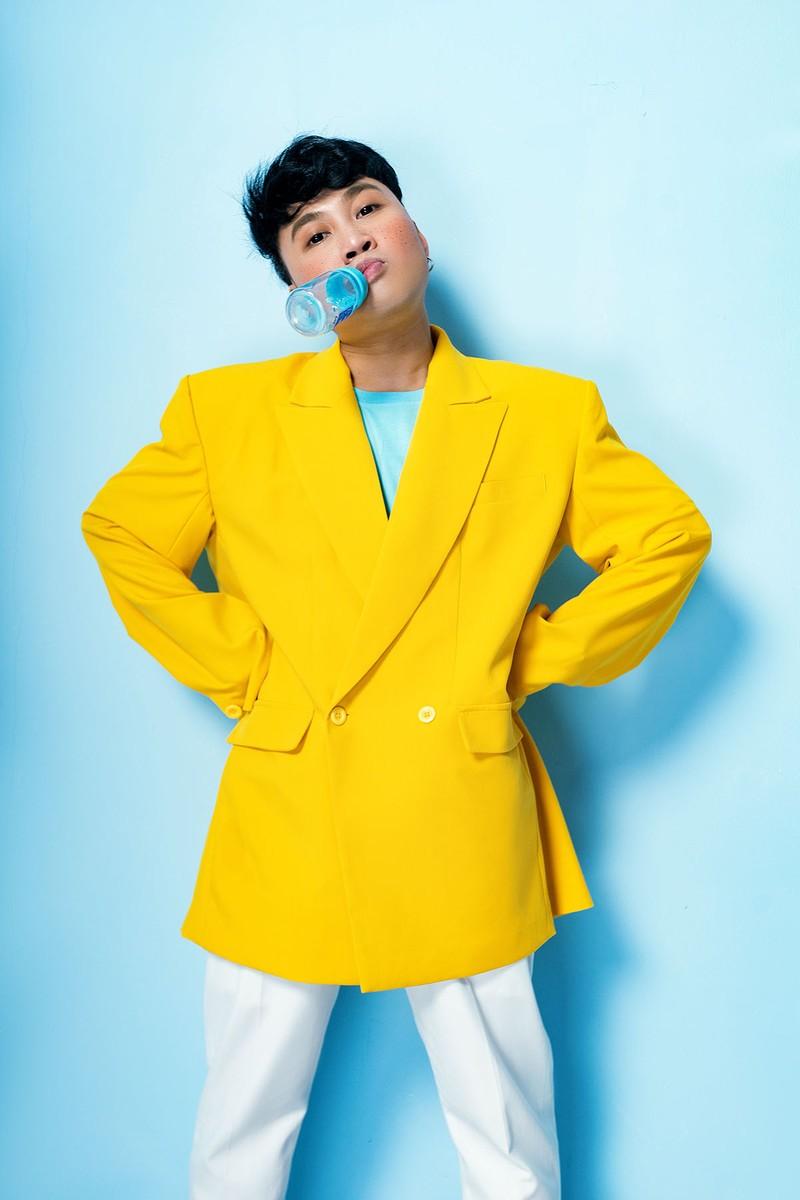 Don Nguyễn đáng yêu trong bộ ảnh với kẹo nhiều màu - ảnh 2