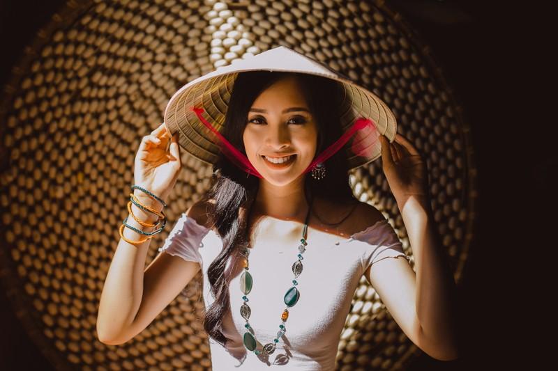 Món quà nhỏ đặc biệt Hoa hậu Tiểu Vy tặng bạn bè quốc tế - ảnh 1