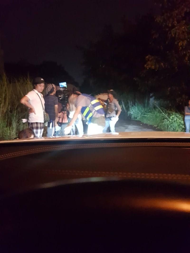 Tố My suýt tông xe vào êkíp khi đóng MV 'Kẻ thứ ba' - ảnh 3