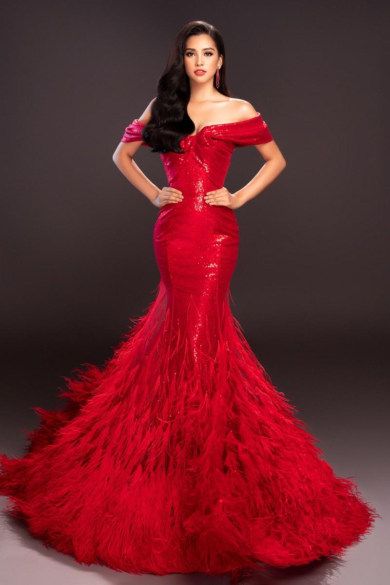 Lộ diện 4 chiếc đầm dạ hội Tiểu Vy mang đến Miss World - ảnh 1