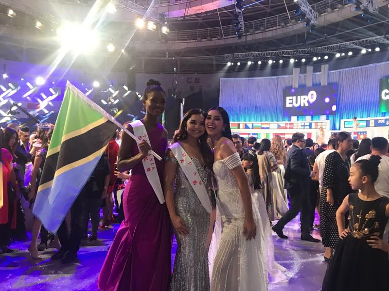 Hành trình của Tiểu Vy sau 2 tháng ở Miss World 2018 - ảnh 4