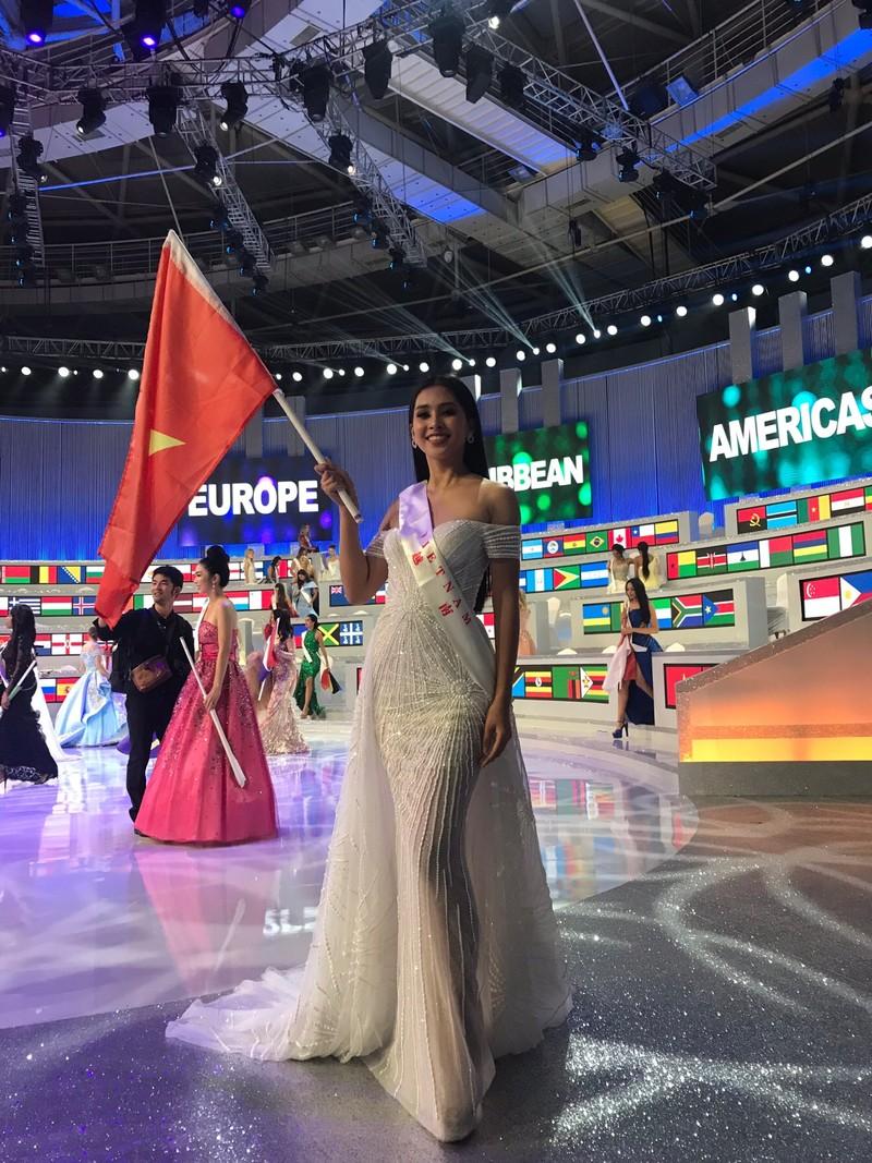 Hành trình của Tiểu Vy sau 2 tháng ở Miss World 2018 - ảnh 2