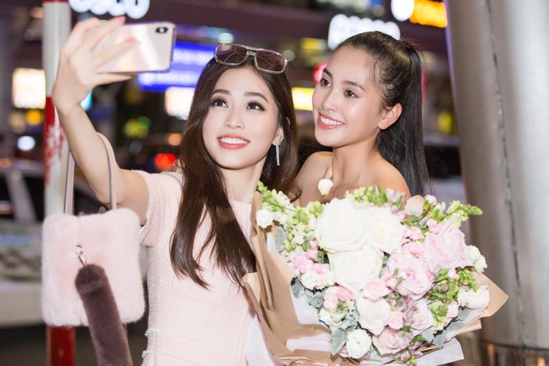 Hoa hậu Mỹ Linh, á hậu Phương Nga ra sân bay đón Tiểu Vy  - ảnh 3