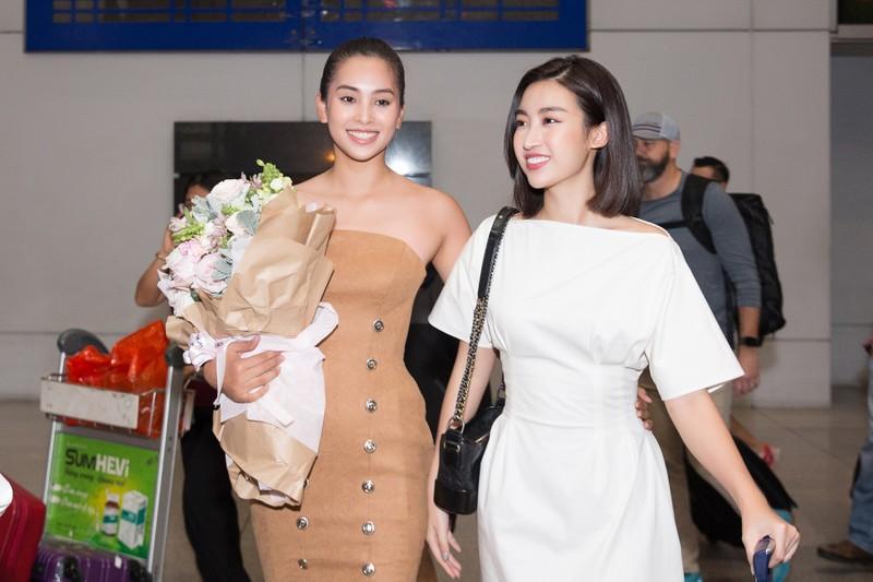 Hoa hậu Mỹ Linh, á hậu Phương Nga ra sân bay đón Tiểu Vy  - ảnh 2