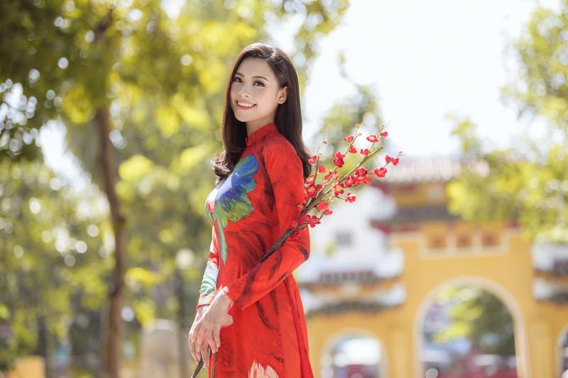 Thuý Vi và Đào Hà thướt tha trong tà áo dài Tết đón Xuân - ảnh 5