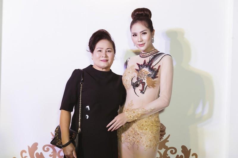 Ngắm hoa hậu Tiểu Vy và á hậu Huyền My đọ dáng  - ảnh 5