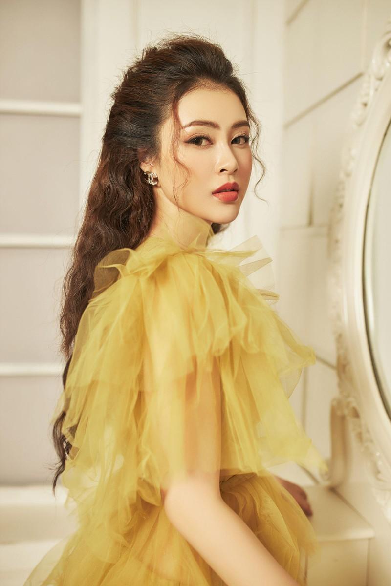 Á hậu Lý Kim Thảo: Kín đáo, nhẹ nhàng vẫn đẹp khó rời mắt - ảnh 2