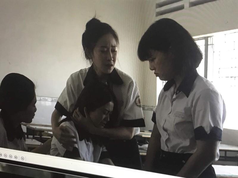 Á hậu Lý Kim Thảo: Kín đáo, nhẹ nhàng vẫn đẹp khó rời mắt - ảnh 3
