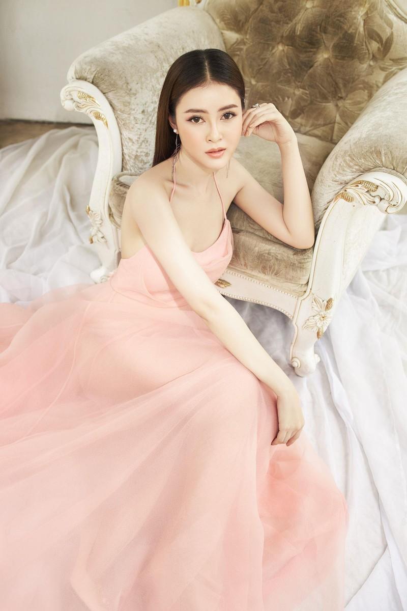Á hậu Lý Kim Thảo: Kín đáo, nhẹ nhàng vẫn đẹp khó rời mắt - ảnh 1