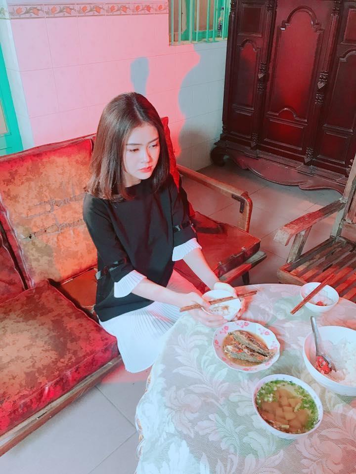 Á hậu Lý Kim Thảo: Kín đáo, nhẹ nhàng vẫn đẹp khó rời mắt - ảnh 5