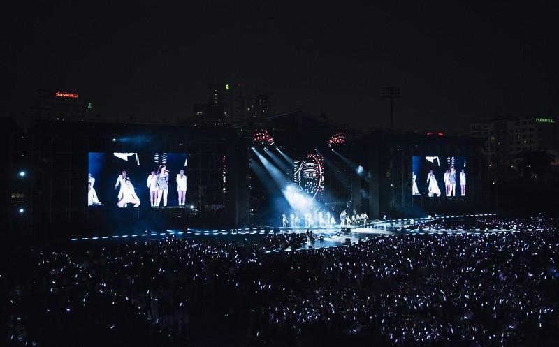 Đông Nhi chiếu online toàn bộ sô 'Ten on ten' tặng fan - ảnh 1