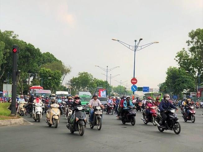 Nắng nóng, chỉ số tia tử ngoại tăng cao tại Hà Nội - ảnh 1