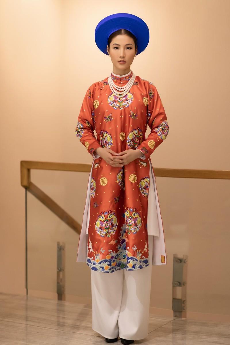 Diễm My 9X cực xinh đẹp trong trang phục hoàng tộc - ảnh 1