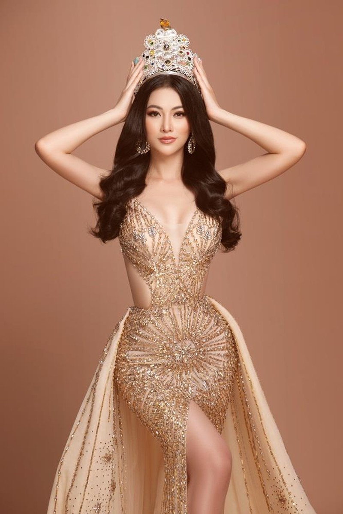 Hoa hậu Phương Khánh đẹp tựa nữ thần khoe sắc cạnh vương miện - ảnh 1