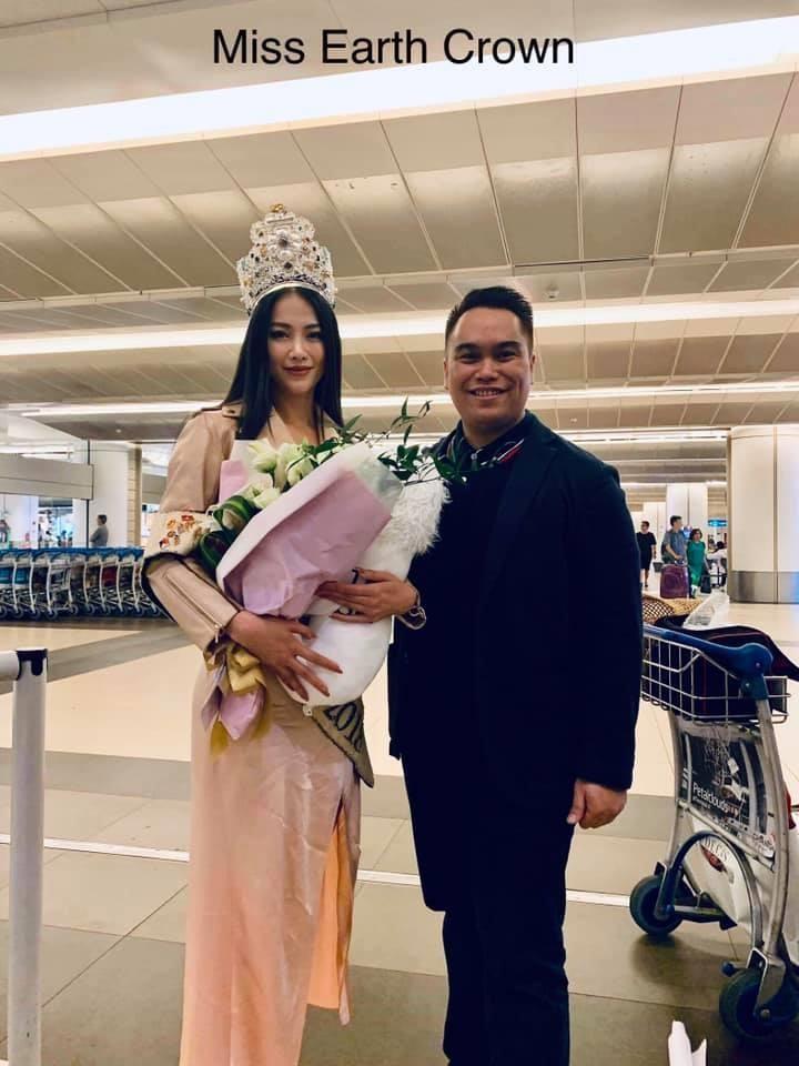 Nhà sáng lập Miss Earth Singapore đón Phương Khánh - ảnh 2