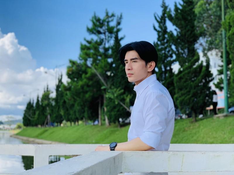 Đan Trường hát hit 'Nắng sân trường' với tóc hai mái kinh điển - ảnh 2