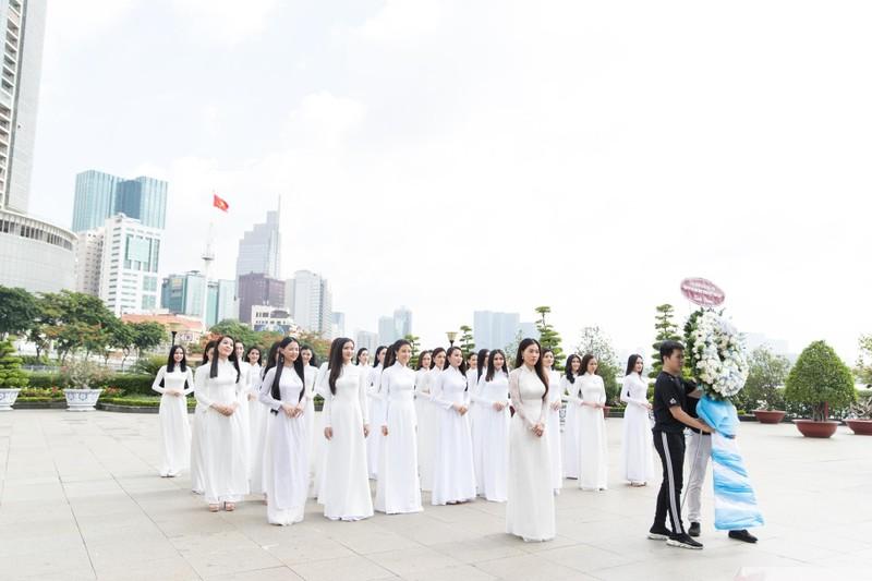 Thí sinh Miss World Việt Nam dâng hương tại Bến Nhà Rồng - ảnh 3