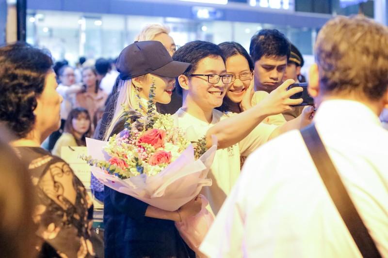 Hari Won hào hứng đón tiếp 'báu vật Hàn Quốc' Kim SoHyang  - ảnh 1