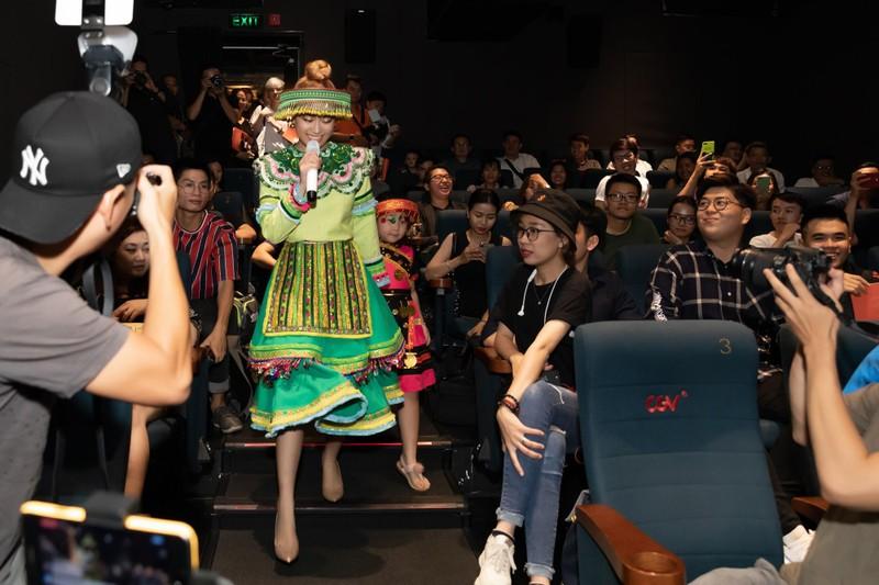 Một ngày vào vai Mị Hoàng Thuỳ Linh thu về hơn 2,5 triệu views - ảnh 6