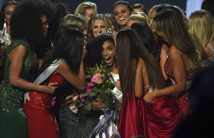 Ba nữ luật sư nhan sắc lung linh ở Miss Universe 2019 - ảnh 3