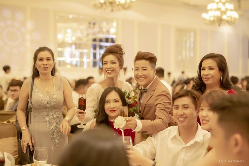 Tú Tri và đạo diễn chuyển giới Yun Bin có một đám cưới ấm cúng - ảnh 1