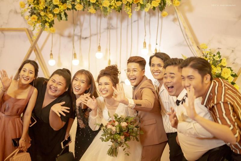 Tú Tri và đạo diễn chuyển giới Yun Bin có một đám cưới ấm cúng - ảnh 3