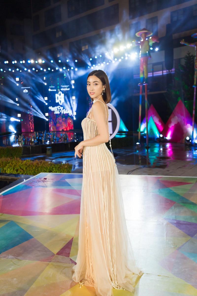 Màn chào sân nóng bỏng của top 5 người đẹp bikini Miss World  - ảnh 2