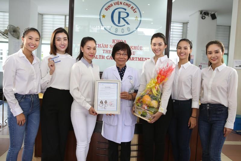 MC Quyền Linh, hoa hậu Đỗ Mỹ Linh cùng hiến tạng cứu người  - ảnh 1