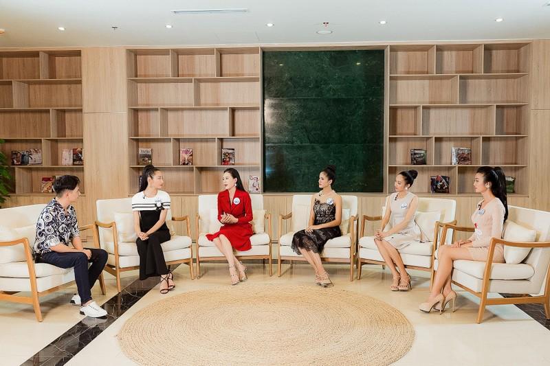 Người đẹp Miss World Việt Nam tranh luận về tấm bằng đại học - ảnh 2