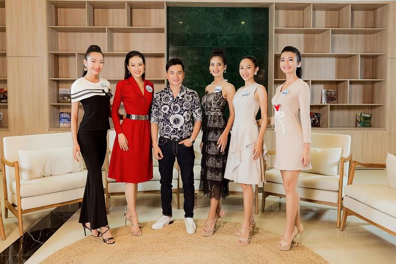 Người đẹp Miss World Việt Nam tranh luận về tấm bằng đại học - ảnh 1
