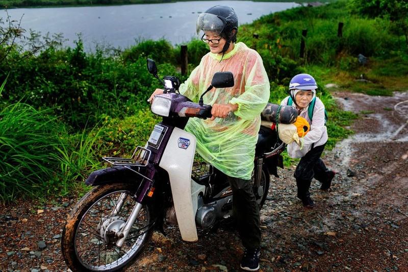 Ngưỡng mộ tình yêu của vợ chồng phượt thủ U-70 ở Sài Gòn - ảnh 3