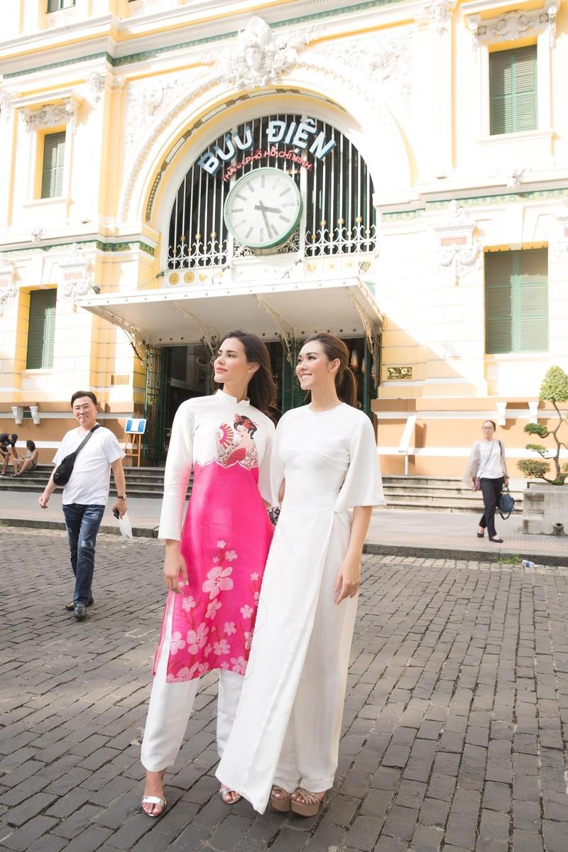 Á hậu Tường San cùng hoa hậu quốc tế Mariem dạo chơi Sài Gòn - ảnh 1