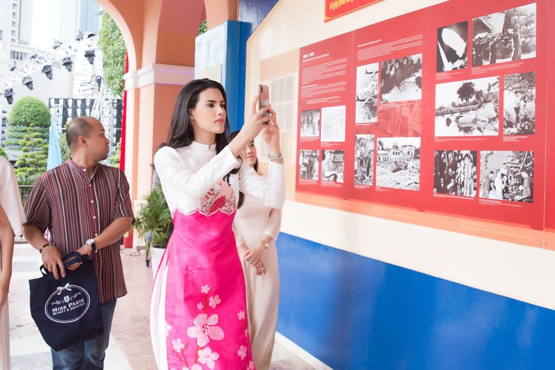 Á hậu Tường San cùng hoa hậu quốc tế Mariem dạo chơi Sài Gòn - ảnh 2