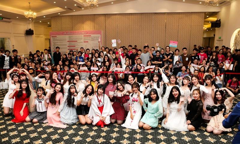 Khoảnh khắc khó quên của SGO48 tại sự kiện bắt tay ở Hà Nội   - ảnh 1