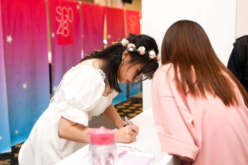 Khoảnh khắc khó quên của SGO48 tại sự kiện bắt tay ở Hà Nội   - ảnh 5