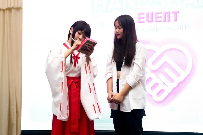 Khoảnh khắc khó quên của SGO48 tại sự kiện bắt tay ở Hà Nội   - ảnh 8