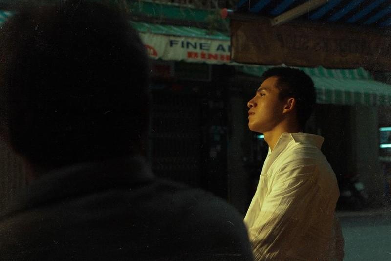 Quốc Thiên phong cách retro giữa lòng Sài Gòn - ảnh 2