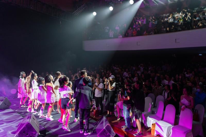 Phạm Quỳnh Anh tái hiện một loạt hit trong 3 tiếng - ảnh 4