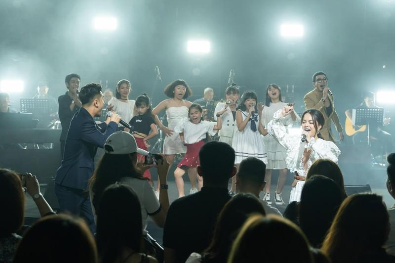 Phạm Quỳnh Anh tái hiện một loạt hit trong 3 tiếng - ảnh 5