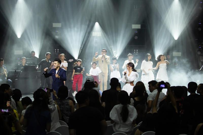 Phạm Quỳnh Anh tái hiện một loạt hit trong 3 tiếng - ảnh 1
