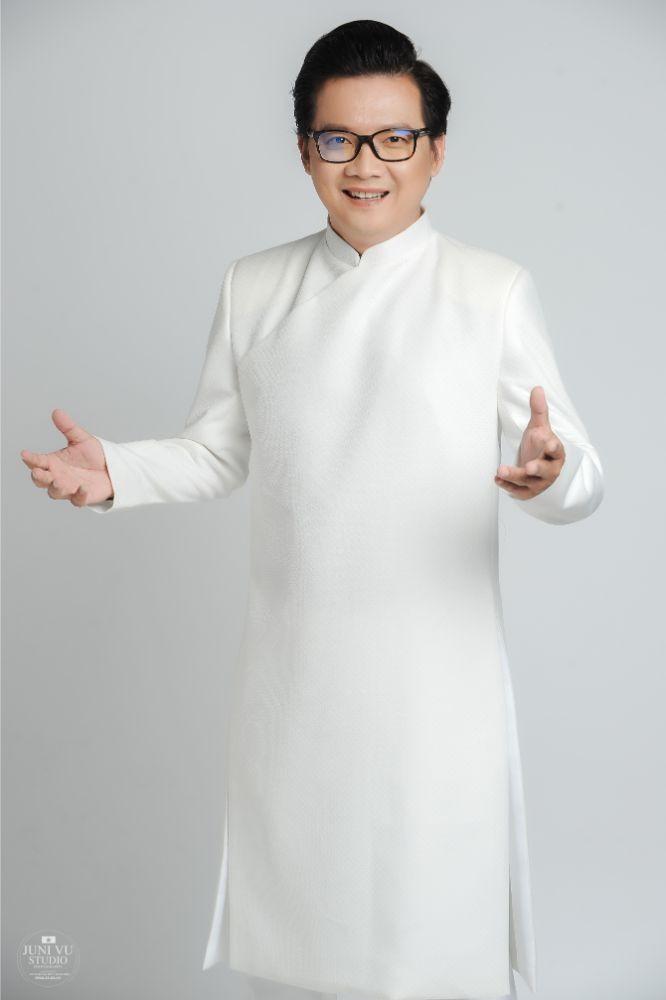 MC Phước Lập nặng tình cùng áo dài - ảnh 1