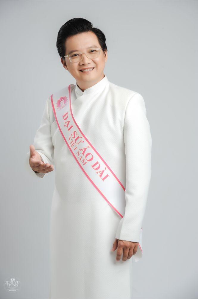 MC Phước Lập nặng tình cùng áo dài - ảnh 4