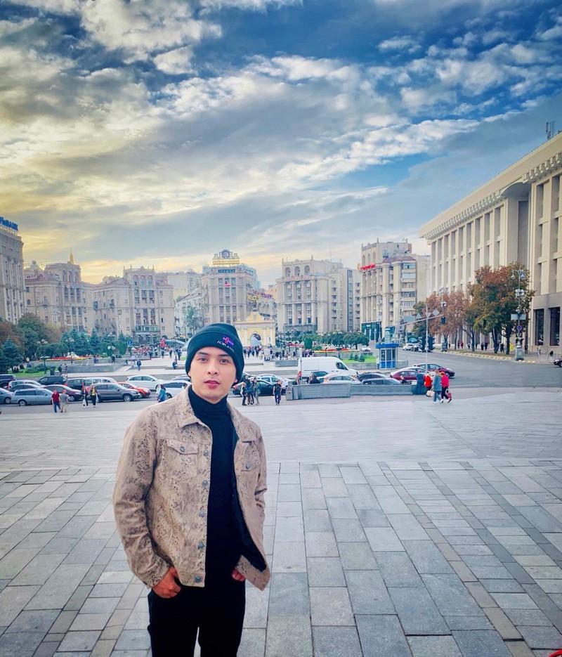 Hồ Quang Hiếu trốn đạo diễn đi... du lịch nước thứ 161 - ảnh 3
