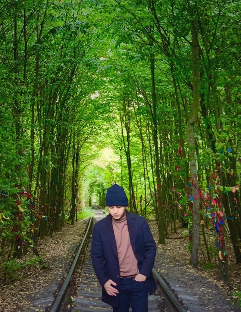 Hồ Quang Hiếu trốn đạo diễn đi... du lịch nước thứ 161 - ảnh 1