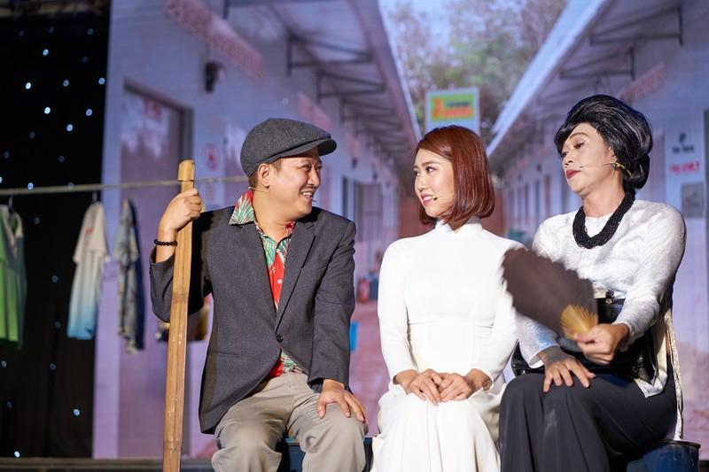 Hoài Linh giả nữ giúp Chí Tài thu hút hơn 4.000 khán giả - ảnh 4