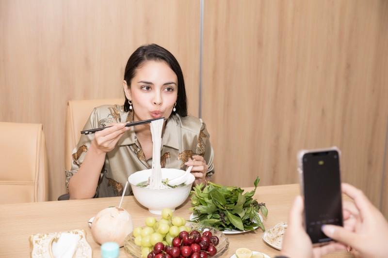 Tiết lộ lí do Hoa hậu Megan Young đến Việt Nam - ảnh 4