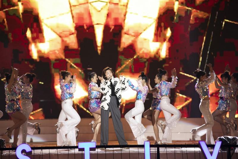 Tóc Tiên cháy hết mình ở Festival hoa Đà Lạt - ảnh 5